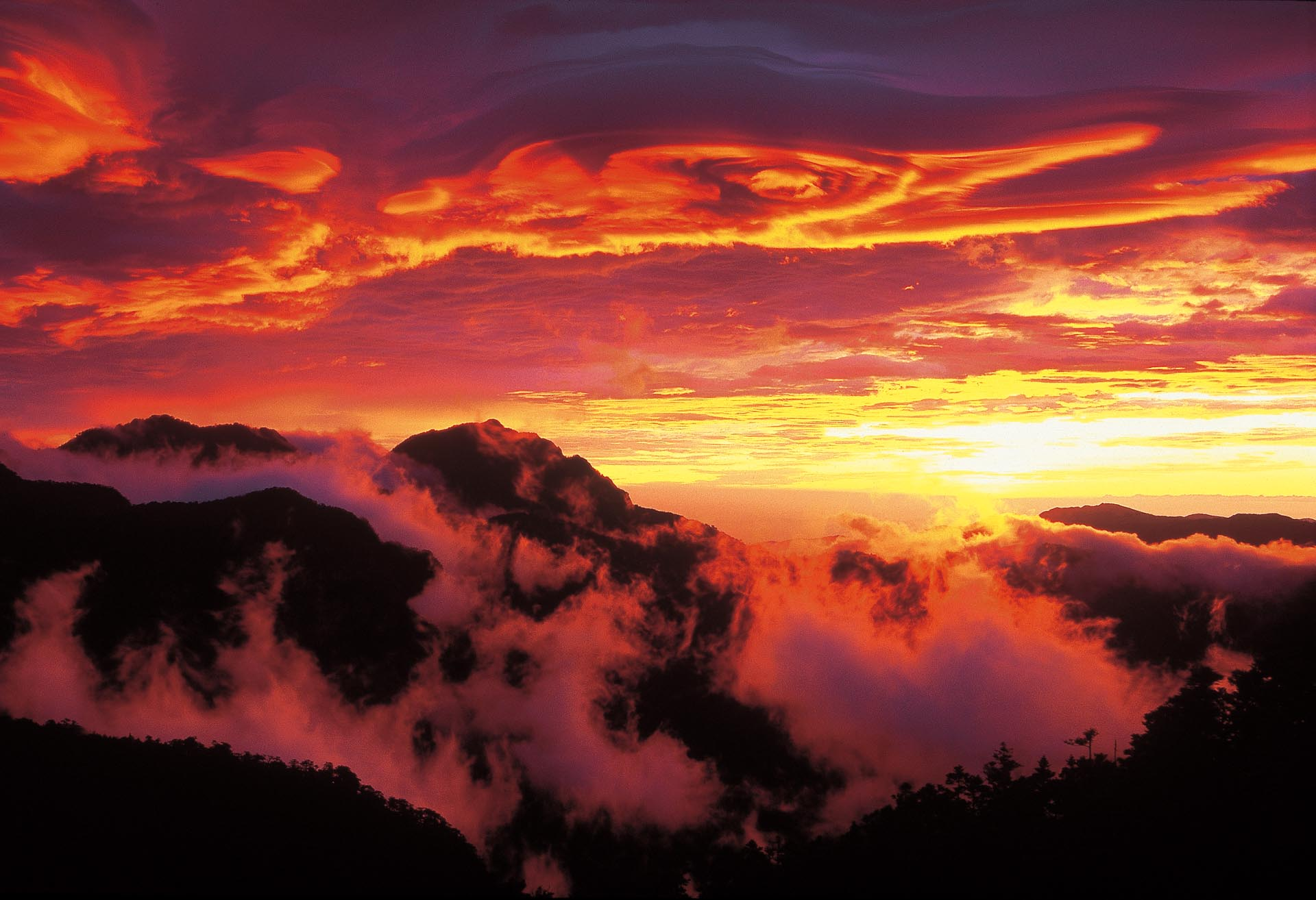 Breathtaking seas of clouds and sunset in the high mountain area.
